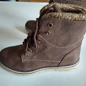 Cliffs by White Mountain Boots Size 6M